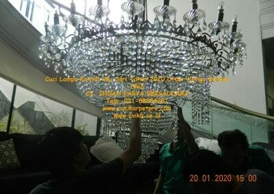 cuci-lampu-kristal-ibu-sari-tahun-2020-49