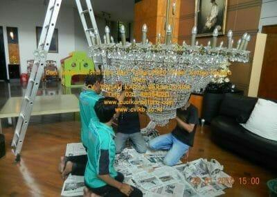 cuci-lampu-kristal-ibu-sari-tahun-2020-51
