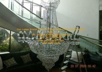 cuci-lampu-kristal-ibu-sari-tahun-2020-57