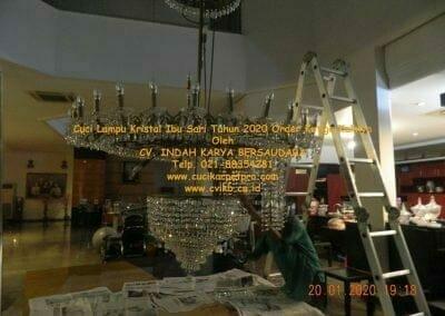 cuci-lampu-kristal-ibu-sari-tahun-2020-62