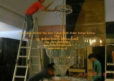 cuci-lampu-kristal-ibu-sari-tahun-2020-64