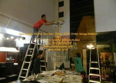 cuci-lampu-kristal-ibu-sari-tahun-2020-65