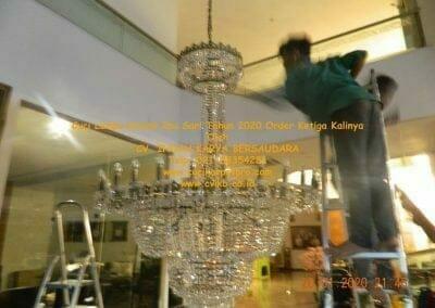 cuci-lampu-kristal-ibu-sari-tahun-2020-69