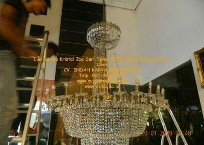 cuci-lampu-kristal-ibu-sari-tahun-2020-71