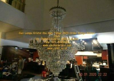 cuci-lampu-kristal-ibu-sari-tahun-2020-72