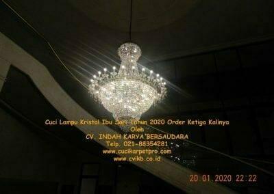 cuci-lampu-kristal-ibu-sari-tahun-2020-75