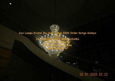 cuci-lampu-kristal-ibu-sari-tahun-2020-76