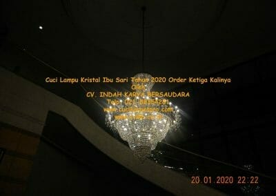 cuci-lampu-kristal-ibu-sari-tahun-2020-77