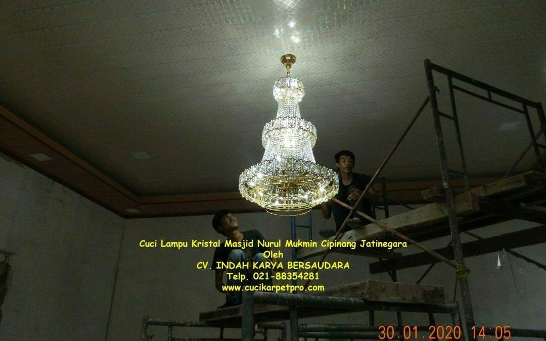Cuci lampu kristal masjid Nurul Mukmin Cipinang Jatinegara