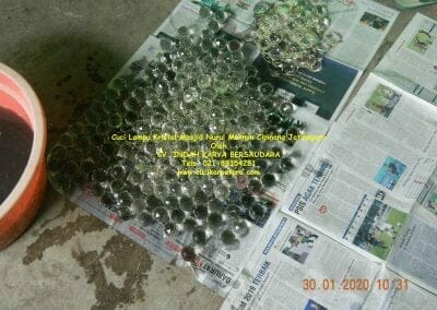 cuci-lampu-kristal-masjid-nurul-mukmin-14