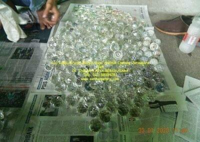 cuci-lampu-kristal-masjid-nurul-mukmin-17