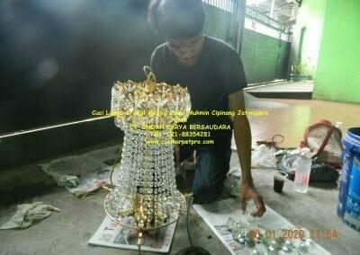 cuci-lampu-kristal-masjid-nurul-mukmin-18