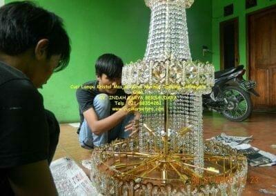 cuci-lampu-kristal-masjid-nurul-mukmin-21