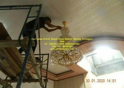 cuci-lampu-kristal-masjid-nurul-mukmin-22