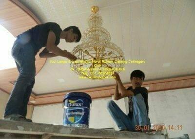cuci-lampu-kristal-masjid-nurul-mukmin-27