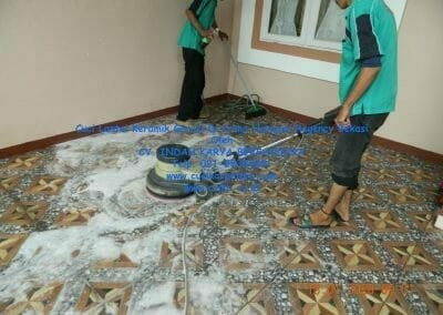 cuci-lantai-keramik-garasi-1