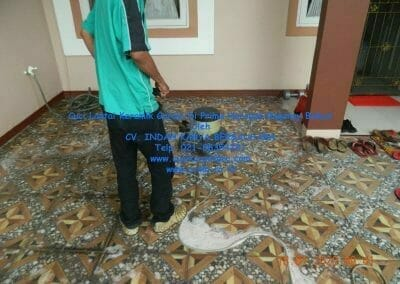 cuci-lantai-keramik-garasi-10