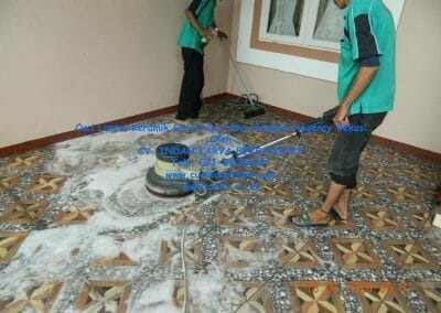 cuci-lantai-keramik-garasi-18