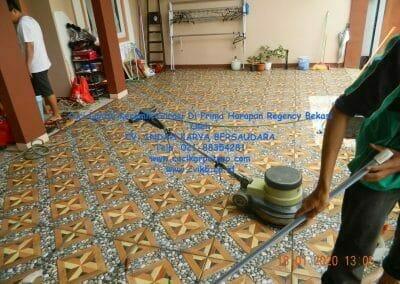 cuci-lantai-keramik-garasi-24