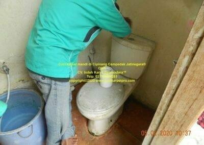 cuci-kamar-mandi-di-cipinang-11