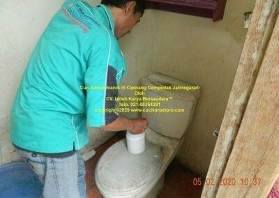 cuci-kamar-mandi-di-cipinang-12