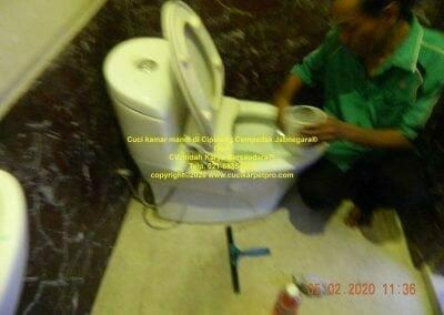 cuci-kamar-mandi-di-cipinang-17