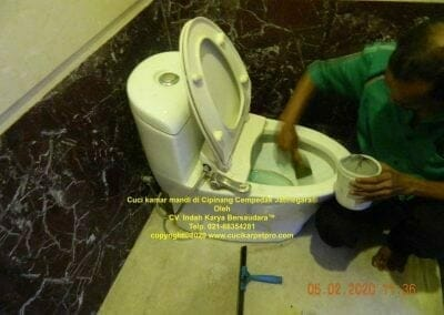 cuci-kamar-mandi-di-cipinang-18
