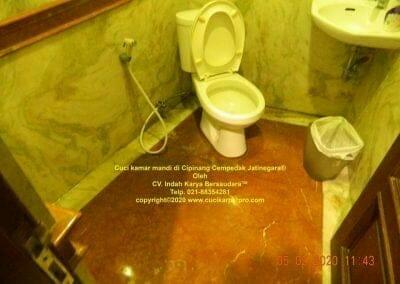 cuci-kamar-mandi-di-cipinang-21