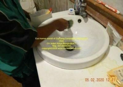 cuci-kamar-mandi-di-cipinang-26