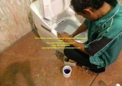 cuci-kamar-mandi-di-cipinang-30
