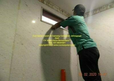 cuci-kamar-mandi-di-cipinang-31