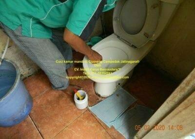 cuci-kamar-mandi-di-cipinang-33