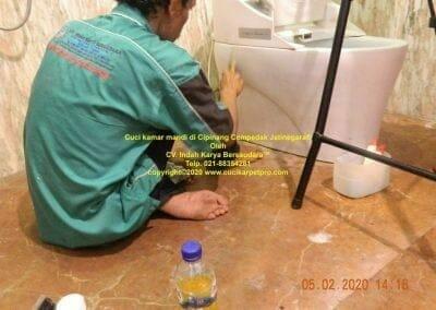 cuci-kamar-mandi-di-cipinang-37