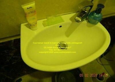 cuci-kamar-mandi-di-cipinang-39