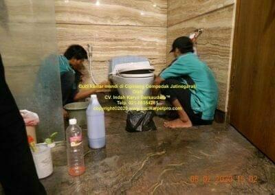 cuci-kamar-mandi-di-cipinang-44