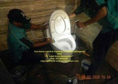 cuci-kamar-mandi-di-cipinang-51