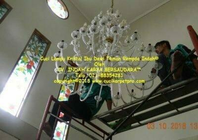 cuci-lampu-kristal-ibu-dewi-taman-rempoa-indah-13