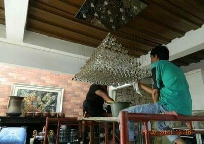 cuci-lampu-kristal-ibu-erlin-29