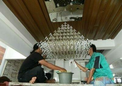 cuci-lampu-kristal-ibu-erlin-30