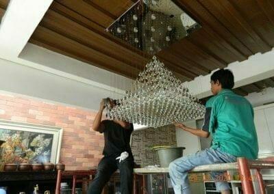 cuci-lampu-kristal-ibu-erlin-37