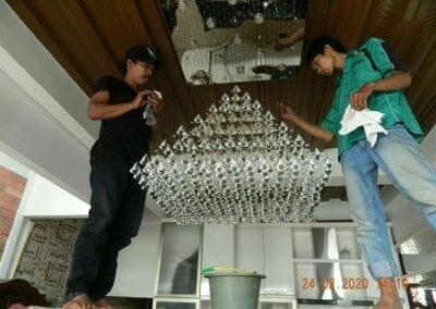 cuci-lampu-kristal-ibu-erlin-39