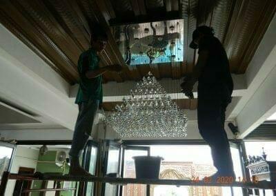 cuci-lampu-kristal-ibu-erlin-40