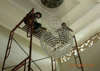 cuci-lampu-kristal-ibu-erlin-49