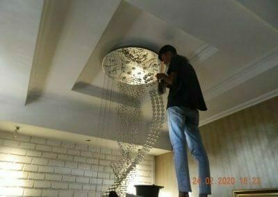cuci-lampu-kristal-ibu-erlin-58