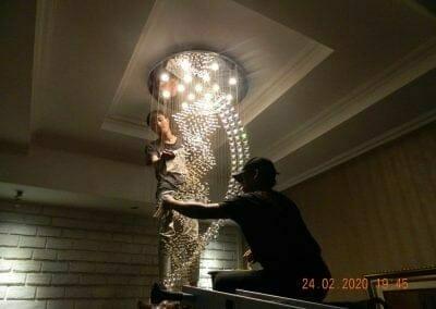 cuci-lampu-kristal-ibu-erlin-59