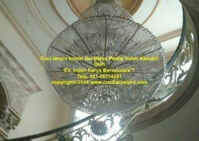 cuci-lampu-kristal-ibu-meike-06