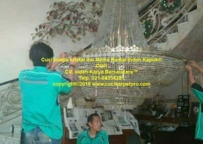 cuci-lampu-kristal-ibu-meike-14