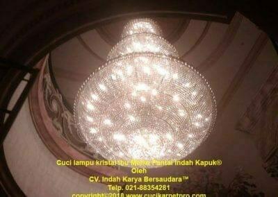 cuci-lampu-kristal-ibu-meike-31
