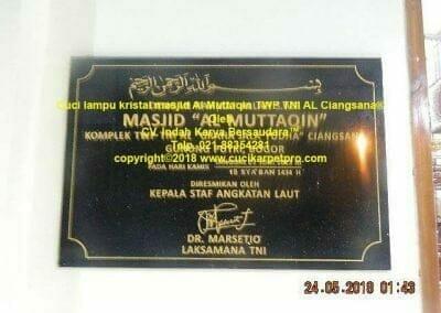cuci-lampu-kristal-masjid-al-muttaqin-01