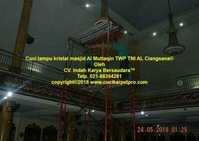 cuci-lampu-kristal-masjid-al-muttaqin-27
